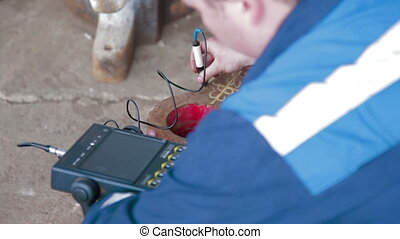 Worker tests by Hardness metal device - Hardness metal...