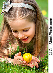 Child find easter egg outdoor - Portrait of pretty child...