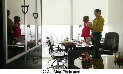 4 Business Manager Woman Playing With Daughter In Office -...
