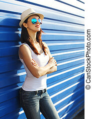 Pretty woman wearing a straw hat and sunglasses