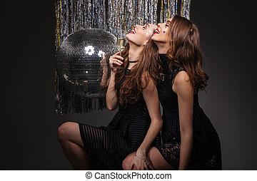 ojos, atractivo, cerrado, diversión, bebida, champaña, teniendo, mujeres