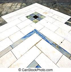 busto arsizio street of a curch and sanpietrini marble -...