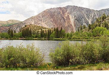 Lake at Inyo National Forest Park - Lake at Mammoth Lakes...