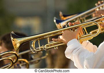 Trombones, oro