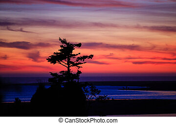 Siletz Bay Sunset in Oregon - Amazingly beautiful sunset at...