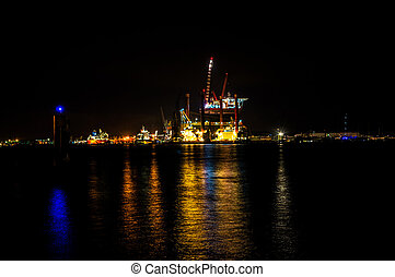 Oilrig in Amsterdam - Oilrig for maintenance in the harbor...