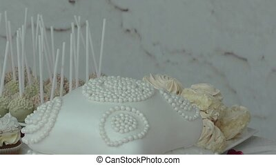 Cake to wedding table - Cake and confectionery to wedding...