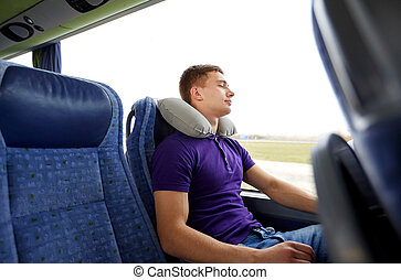 Images photos de homme endormi voiture 52 photos et images libres de droits de homme endormi - Dans quelle direction dormir ...