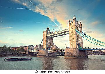 Bridzs, bástya,  London