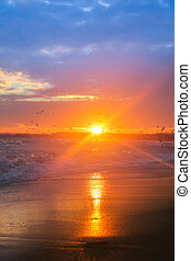 Beautiful Sea Sunset Beach - Suns rays are reflected on the...