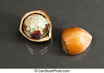 Brown agate - Hazelnut shell with brown - green faceted...