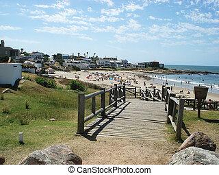 punta del este beach - beach in la barra de punta del este...