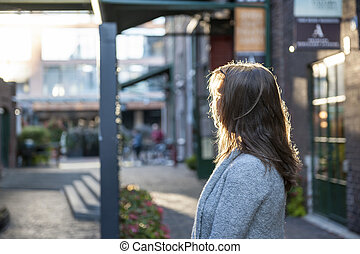 Woman looking away - Young woman with long blond hair...
