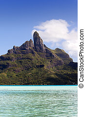 Otemanu on Bora Bora island, Polyn - View of the Otemanu...