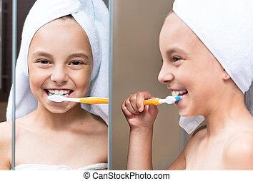 刷, 很少, 女孩, 她, 牙齒