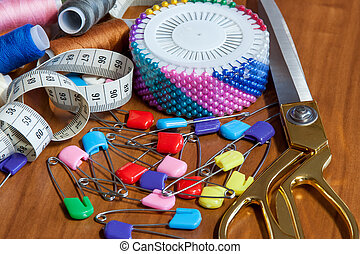 Greater sewing scissors, color a thread, a measuring tape and pins