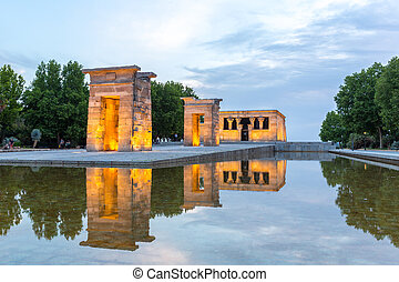 Temple de debod Madrid - Sunset over the Temple de debod in...