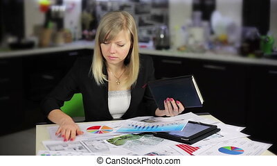 Businesswoman working on tablet computer in office, Full HD