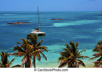 costline boat catamaran in the blue lagoon relax isla contoy...