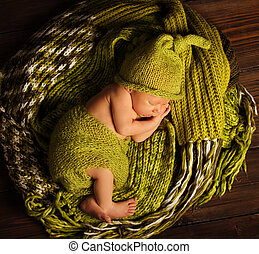 Baby Newborn Sleep on Green Wool, Sleeping New Born Kid
