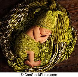 Baby Newborn Sleep on Green Wool, Sleeping New Born Kid