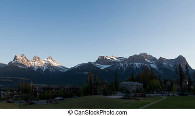 4K Time lapse 3 Sisters Mountains sunset Canmore - 4K Time...