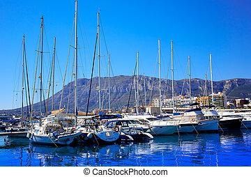 Denia, Puerto deportivo, puerto, y, Montgo, en, Alicante,...