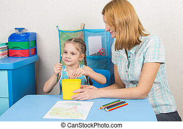 Five-year girl looks good whether it undermined pencil - A...