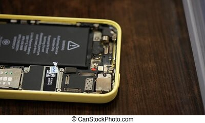 repair broken smartphone