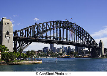 Diagonal view on Sydney bridge - View from the bay along the...