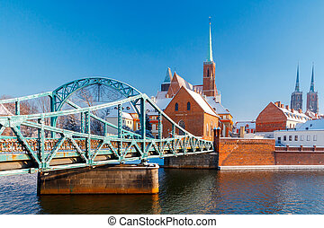 Wroclaw Tumski bridge - Tumski bridge over the river Odra to...