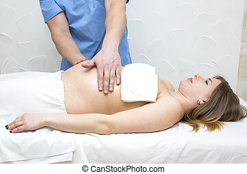 massage pregnant woman
