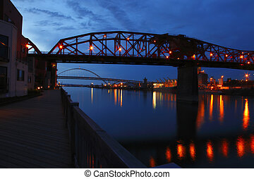 Broadway & Fremont bridge view. - The Broadway bridge a...