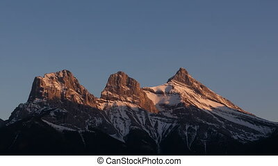 4K Time lapse close up 3 Sisters Mountains sunset Canmore -...