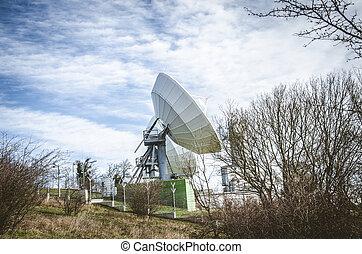 huge sattelite transmitter - large sattelite transmitter in...