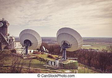 huge sattelite transmitter - large sattelite transmitter...