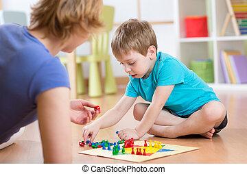 madre, y, ella, hijo, juego, en, tabla, juego,