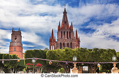 Green Jardin Parroquia Archangel Church San Miguel de...