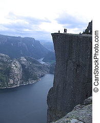 The Preikstolen. Fjord of Norway. - Un magnifico acantilado...