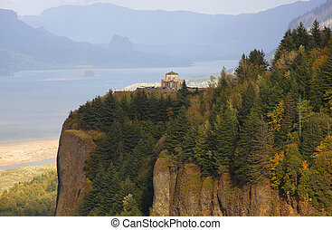 Vista house and Columbia river. - Crown point & vista house...