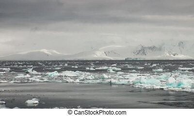 Ice floats on the ocean surface in the Antarctic. - Ice...