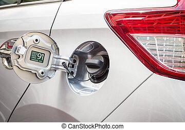 Cap oil tank cars, Petrol cap cover on silver car
