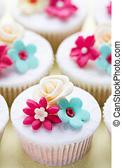 Wedding cupcakes in fuchsia and turquoise