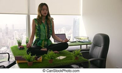 4 Business Woman Zen Like Yoga Meditation In Office - Young...