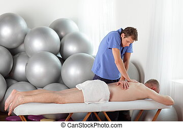 bad posture of masseur - example of bad posture of masseur...