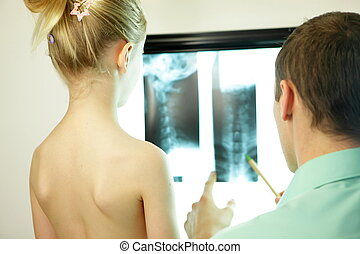 showing xray image to the kid