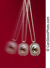 Hypnosis Tool Swinging - Hypnosis treatment tool swinging...