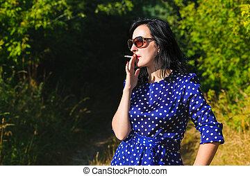 穿, 夫人, 年輕, 長, 抽煙, 衣服