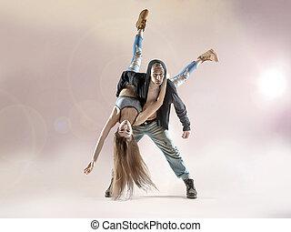joven, bailarines, Practicar, a, el, concurso,