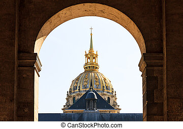 Dome gate Invalides - The golden dome of Les Invalides seen...